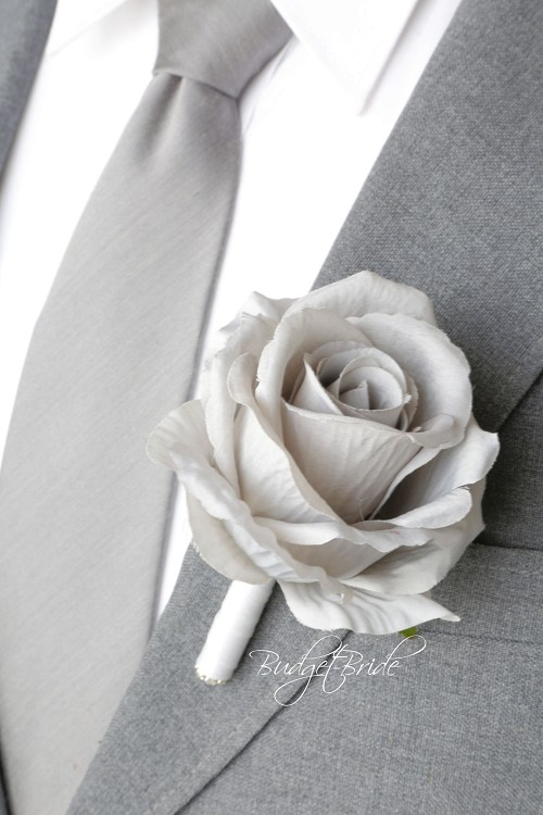 Blushing Small Boutonniere